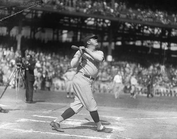 10051927pittsburgh-pababe-ruth-new-york-yankees-knocking-out-homers-picture-id515302080