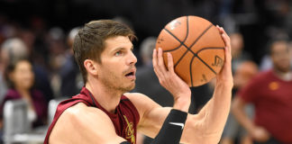 Kyle Korver traded to the Phoenix Suns