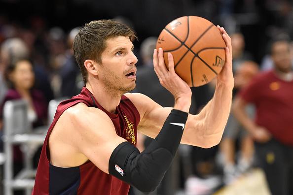Kyle Korver traded to the Phoenix Suns