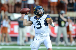 AUSTIN, TX - NOVEMBER 12: West Virginia Mountaineer QB Skyler Howard throws a pass during NCAA game between the West Virginia Mountaineers and the Texas Longhorns on November 12, 2016 at Darrell K. Royal - Texas Memorial Stadium in Austin, TX. West Virginia defeated Texas 24 - 20. (Photo by John Rivera/Icon Sportswire via Getty Images)