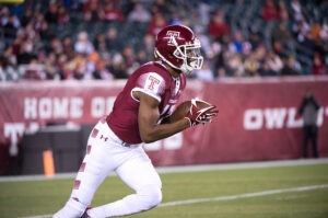PHILADELPHIA, PA - NOVEMBER 26: Temple WR Adonis Jennings (17) returns a kick in the first half during the game between the East Carolina Pirates and the Temple Owls on November 26, 2016 at Lincoln Financial Field in Philadelphia, PA. (Photo by Kyle Ross/Icon Sportswire via Getty Images)