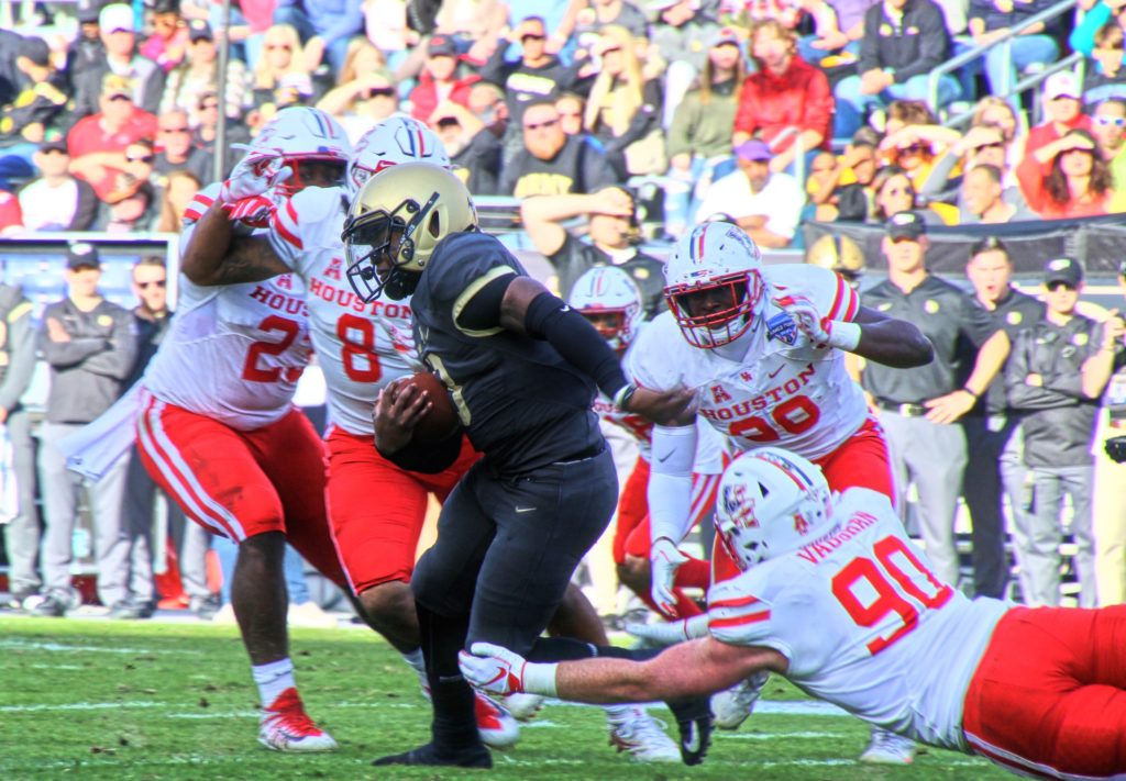 Army junior quarterback Kelvin Hopkins Jr. evades Houston s Zach Vaughn  (90) in The Armed Forces Bowl. Amon G. Carter Stadium Fort Worth 499ac175c