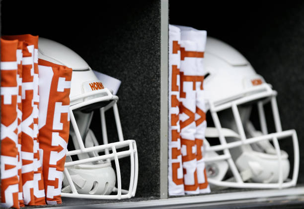 Texas Longhorns early signing day for the 2020 recruiting class includes five-star running back Bijan Robinson and twelve four-stars.