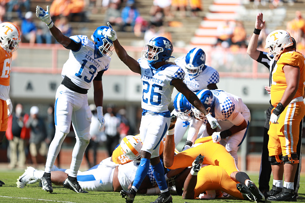 Kentucky Blasts Tennessee 34-7