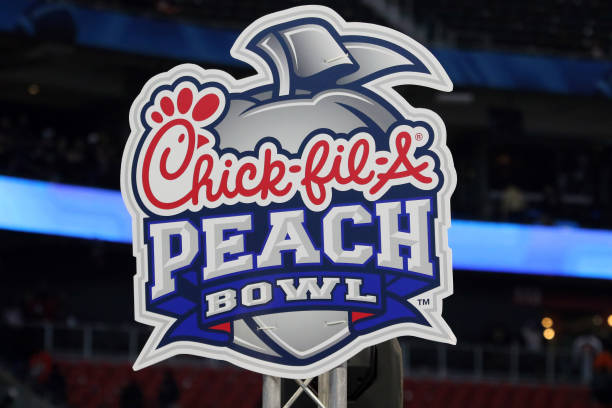 The 2021 Peach Bowl sees the #8 Georgia Bulldogs facing the #9 Cincinatti Bearcats in the Mercedes Benz Stadium in Atlanta.