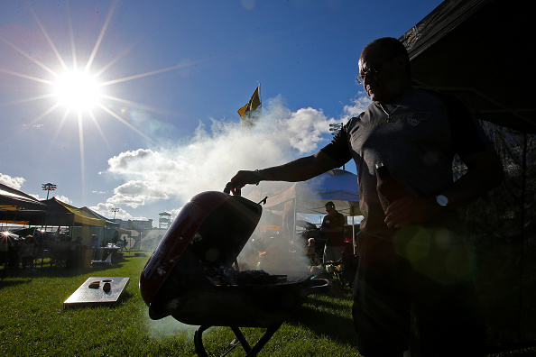 Football Friday Tailgate Recipe: Root Beer BBQ Pulled Pork