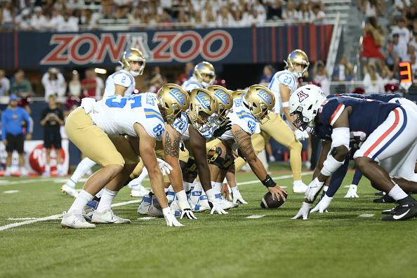 Guantelete de fútbol americano de UCLA: última palabra sobre fútbol americano universitario