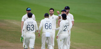 England were held at bay by Pakistan, despite the efforts of Jimmy Anderson