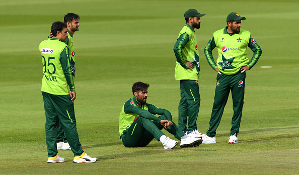 Mohammad Amir limped off in the second T20 vs England's T20 Team