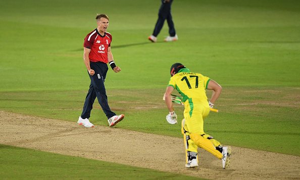 England beat Australia in a thriller in the 1st T20I