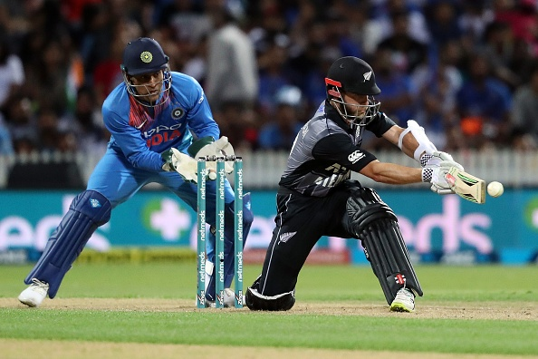 Kane Williamson and MS Dhoni are two of the smartest cricketers in the world due to their captaincy prowess and game awareness.