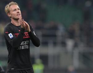 Simon Kjaer extends contract