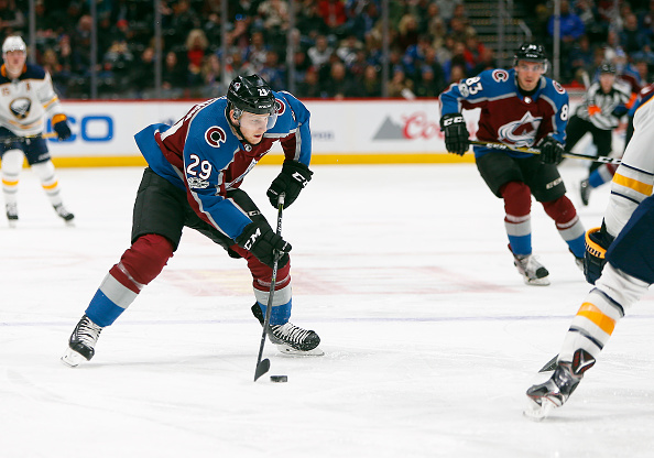 8e6220bde39 Avalanche's Nathan MacKinnon Day-to-Day with Shoulder Injury - Last ...
