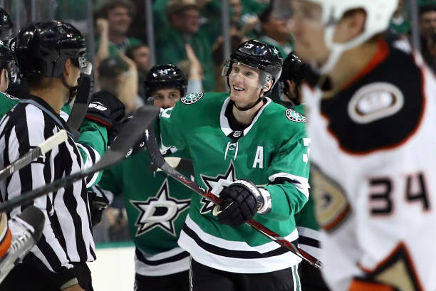 timeless design 3f330 34a43 Stars John Klingberg out three weeks with upper-body injury