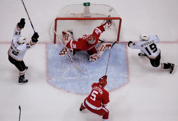 Scott Niedermayer scores the biggest goal in the Anaheim Ducks Biggest Game