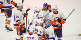 The team surrounds Greiss after a loss, something the 2019-20 New York Islanders hope to limit next season.