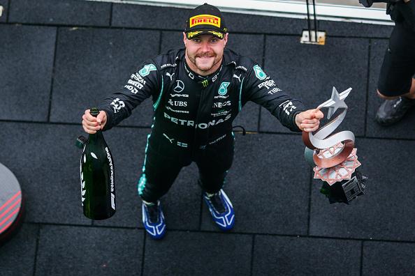 El impecable Valtteri Bottas se adjudica la primera victoria de la temporada: el error de Mercedes le cuesta a Lewis Hamilton