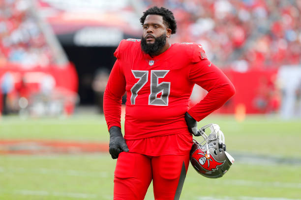 quality design 6a520 0ecf8 Tampa Bay Buccaneers Re-Sign Left Tackle Donovan Smith ...