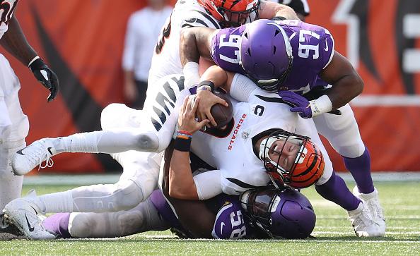 Tekel Defensif Minnesota Vikings Harus Memegang Garis –