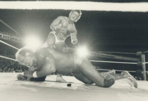 Paul Orndorff stomps on Hogan