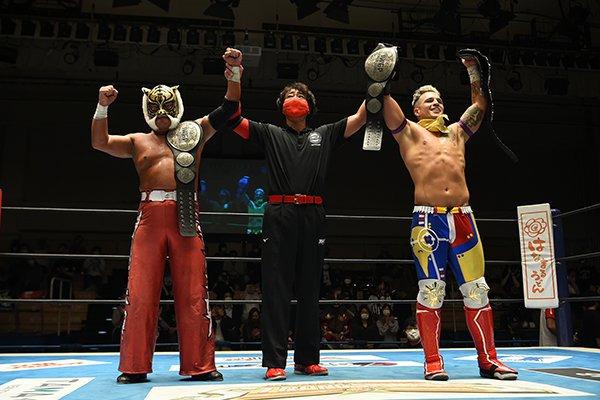 Robbie Eagles y Tiger Mask ganan títulos de parejas de IWGP Junior