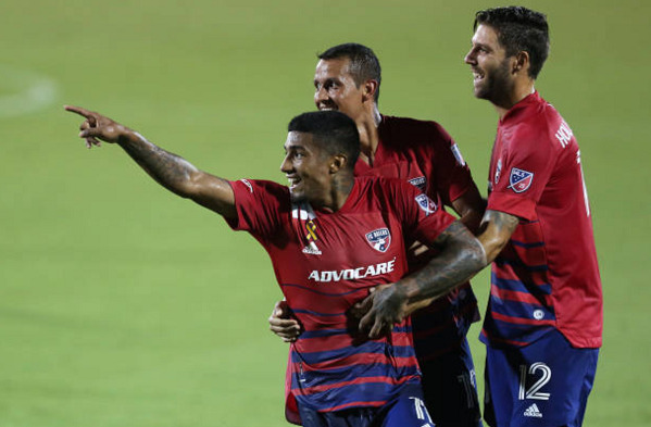 Santiago Mosquera FC Dallas smoke Colorado Rapids