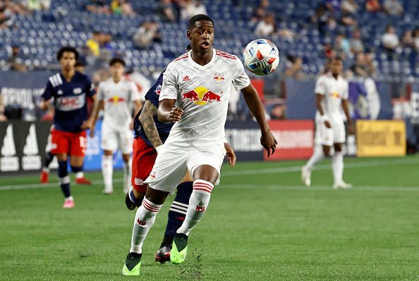 New York Red Bulls defender Andrés Reyes tracks down the ball on May 22