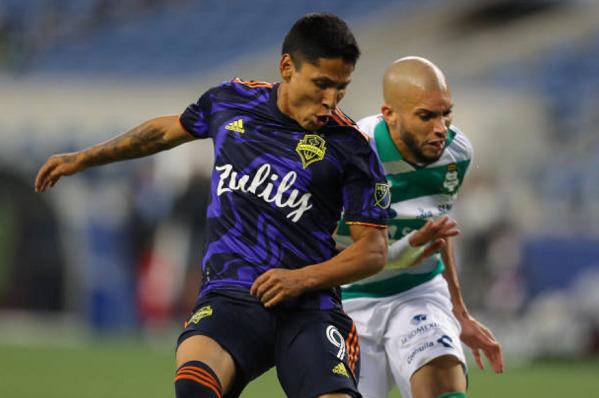 Raul Ruidiaz goal Santos
