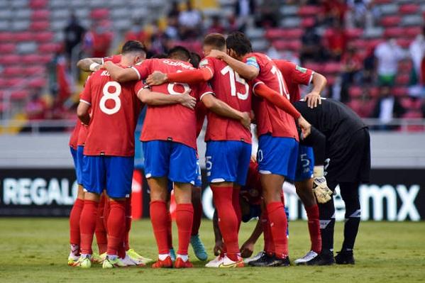 Costa Rica vence a El Salvador con dos rápidos goles en la segunda parte