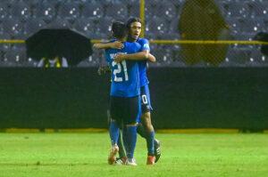 El Salvador player Enrico Duenas celebrates after scoring at Cuscatlan Stadium