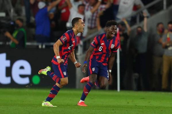 Gol Sergiño Dest memicu kemenangan comeback USMNT atas Kosta Rika