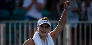 Bianca Andreescu thumbs up