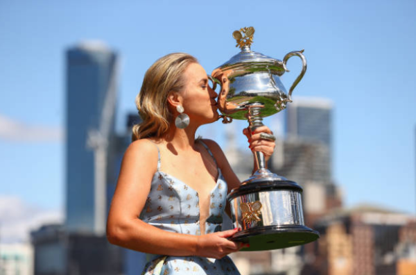 Sofia Kenin with the Australian Open trophy