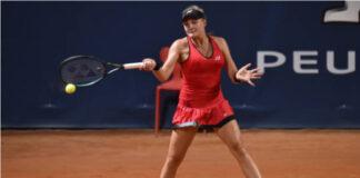 Dayana Yastremska in action at the WTA Prague Open