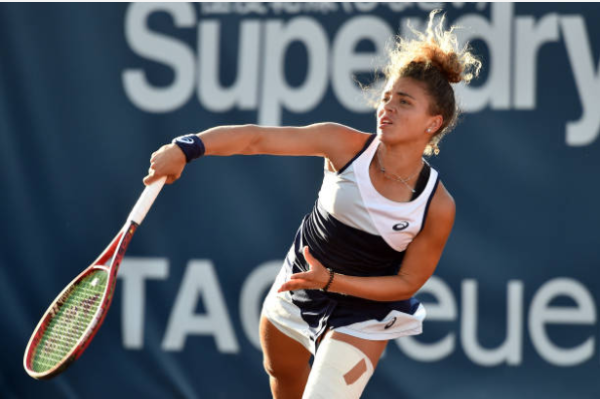 Jasmine Paolini in action ahead of the WTA Istanbul Cup