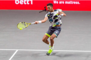 Felix Auger-Aliassime in action at the ATP Cologne Indoors