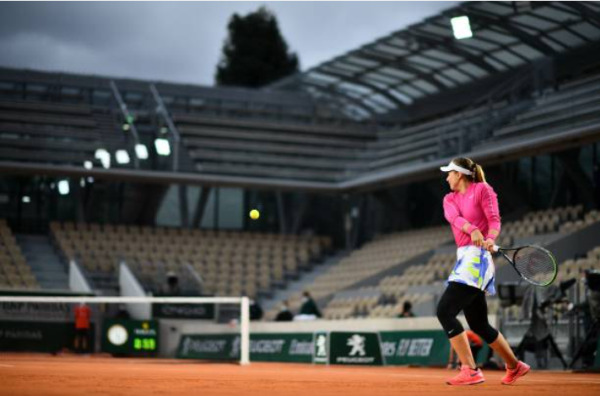 Paula Badosa in action at the French Open
