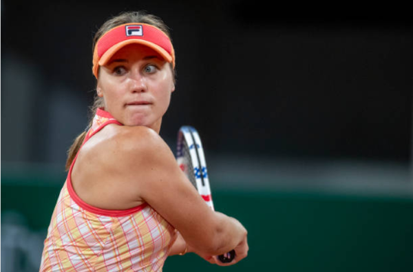 Sofia Kenin in action at the French Open