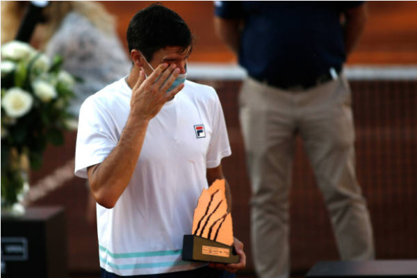 Facundo Bagnis reacts to defeat in the ATP Santiago Open final.