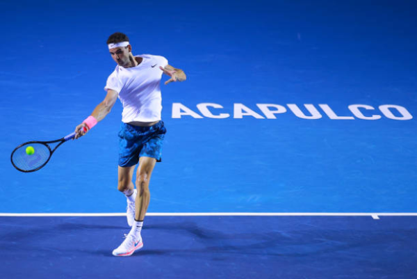 Grigor Dimitrov in action at the ATP Acapulco Open.