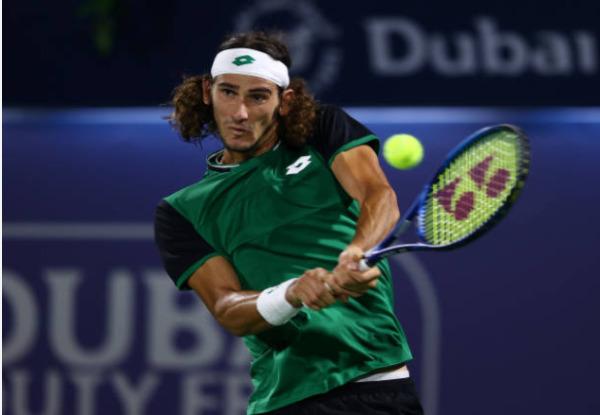Lloyd Harris in action at the ATP Dubai Tennis Championships.