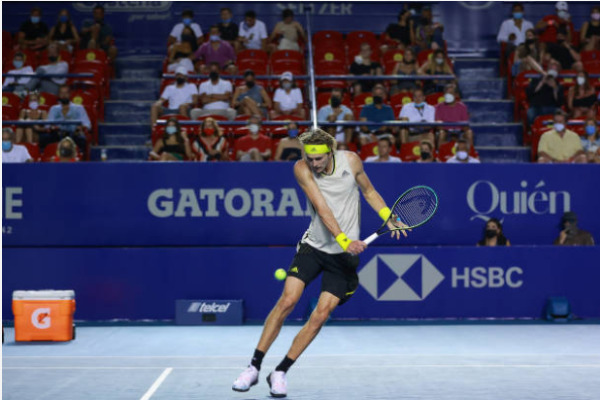 Alexander Zverev in action at the ATP Acapulco Open.