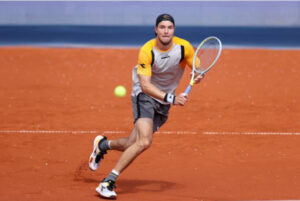 Jan-Lennard Struff in action at the ATP Munich Open.