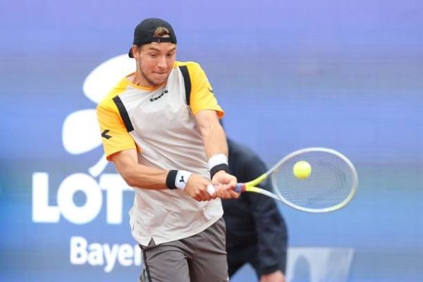 Jan-Lennard Struff in action at the ATP Munich Open.