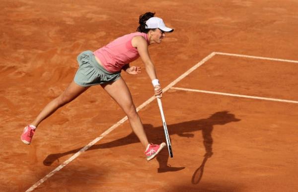 Iga Swiatek in action at the WTA Rome.