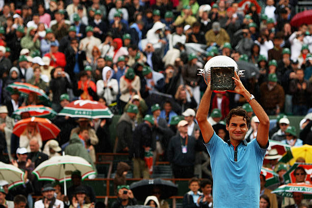 Federer Celebrates 2009 French Open