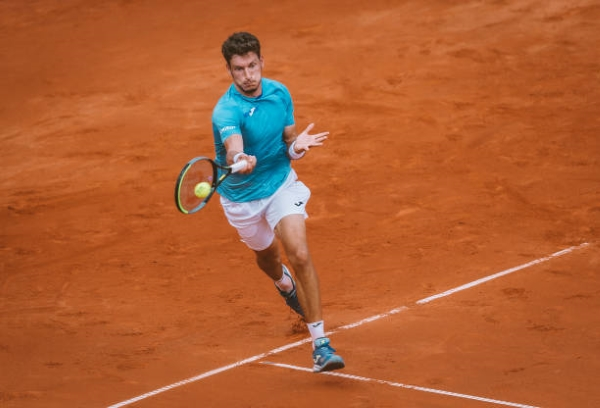 Pablo Carreno Busta in action at the ATP Hamburg Open.