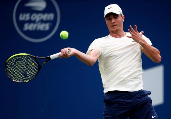 Miomir Kecmanovic in action ahead of the ATP Cincinnati Masters.