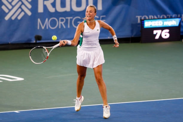 Anett Kontaveit in action at the WTA Cleveland Open.