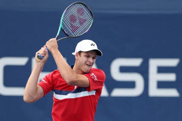Hubert Hurkacz in action ahead of the ATP Metz Open.